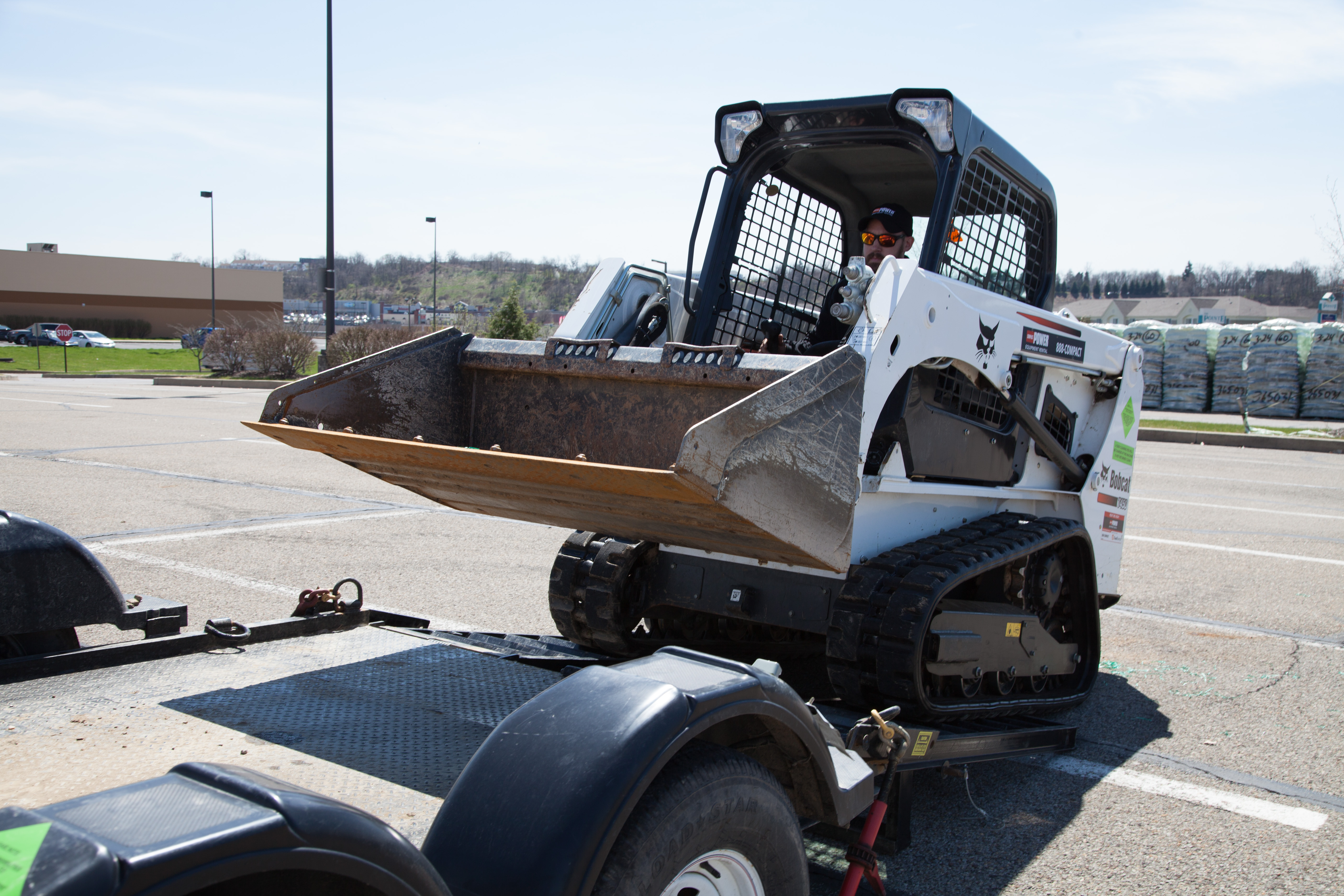 Keep Your Cool with a Bobcat T450 Skid Steer