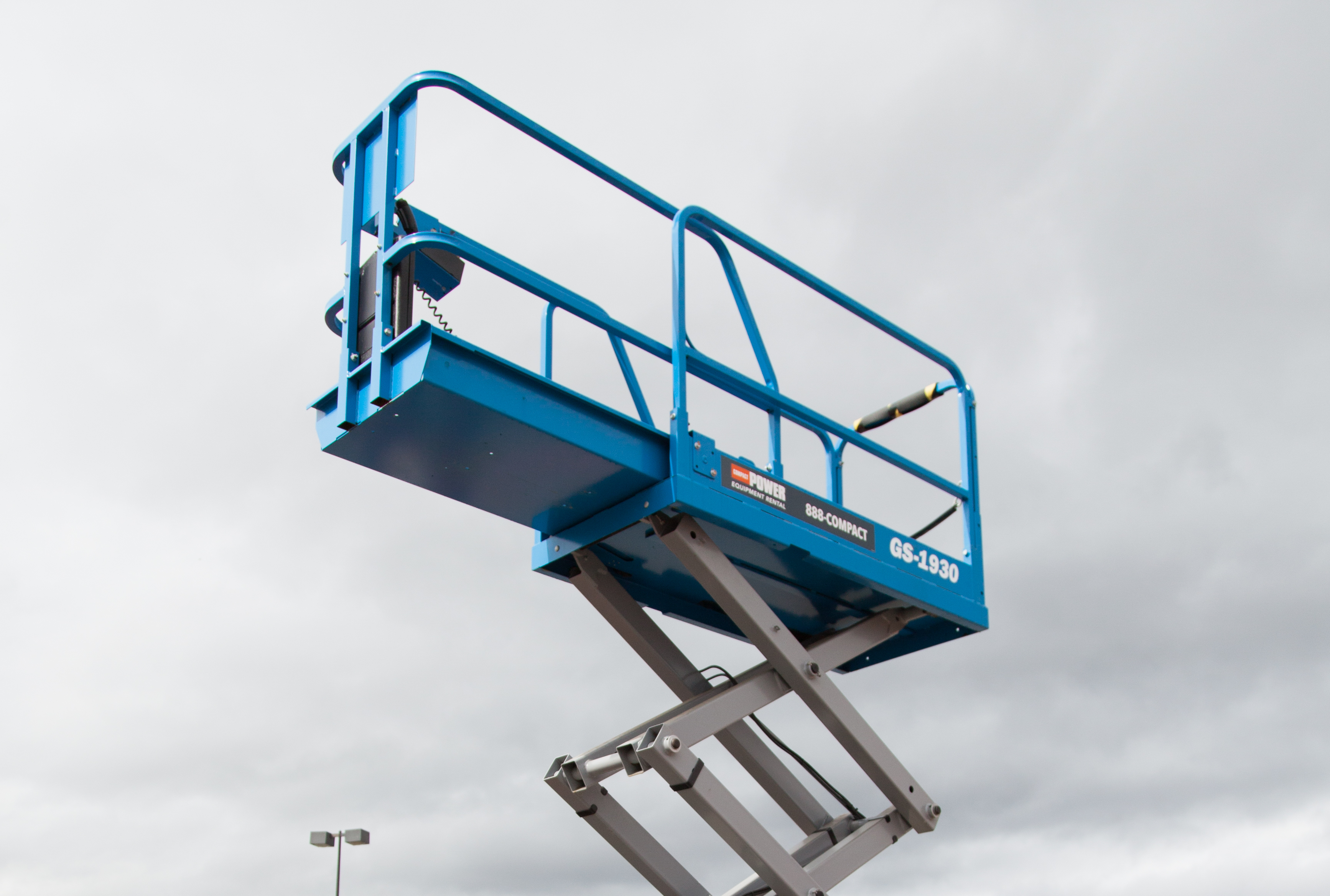 Scissor Lifts and Your Safety Go Hand in Hand