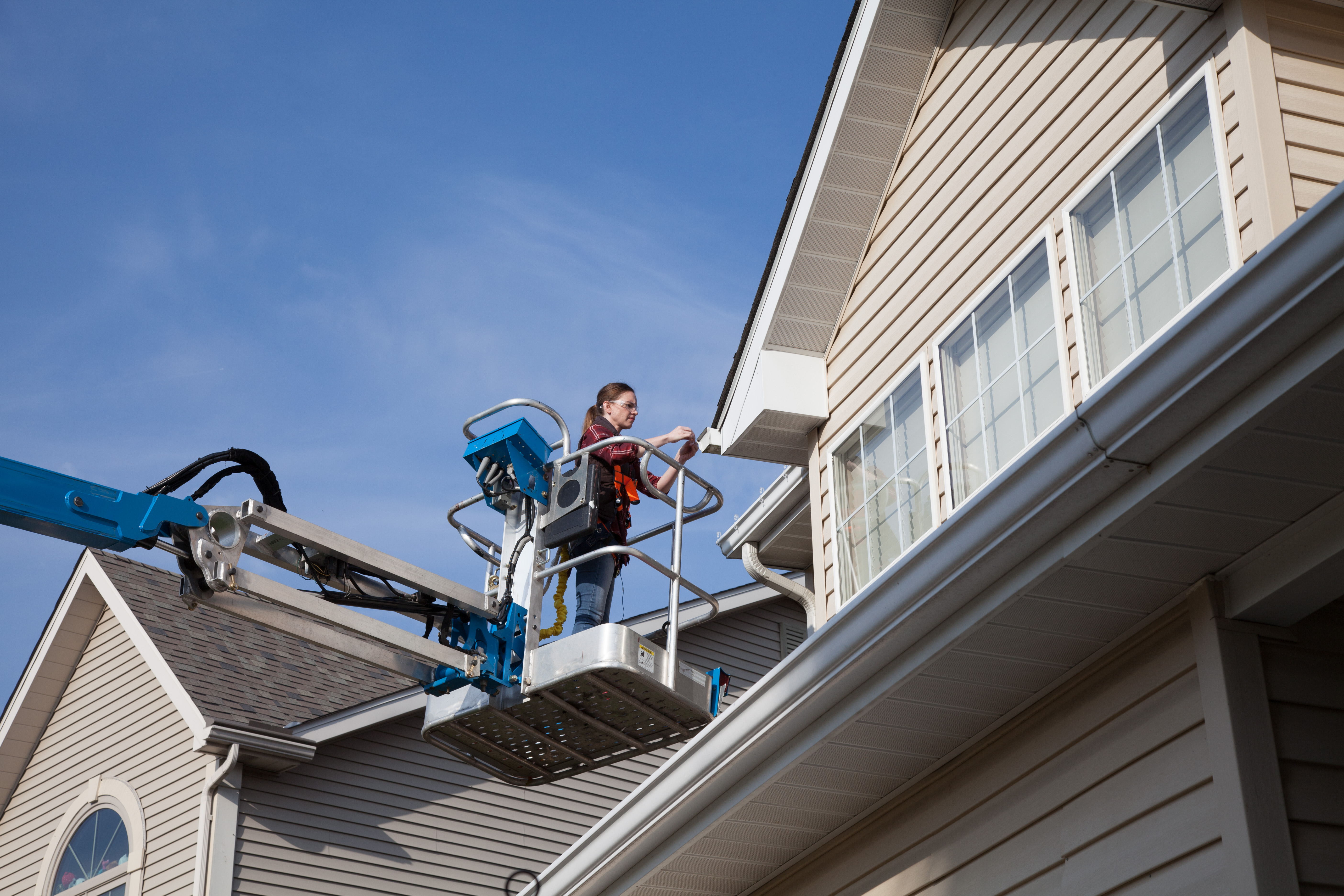 Take Down Holiday Decorations Efficiently with Our Equipment