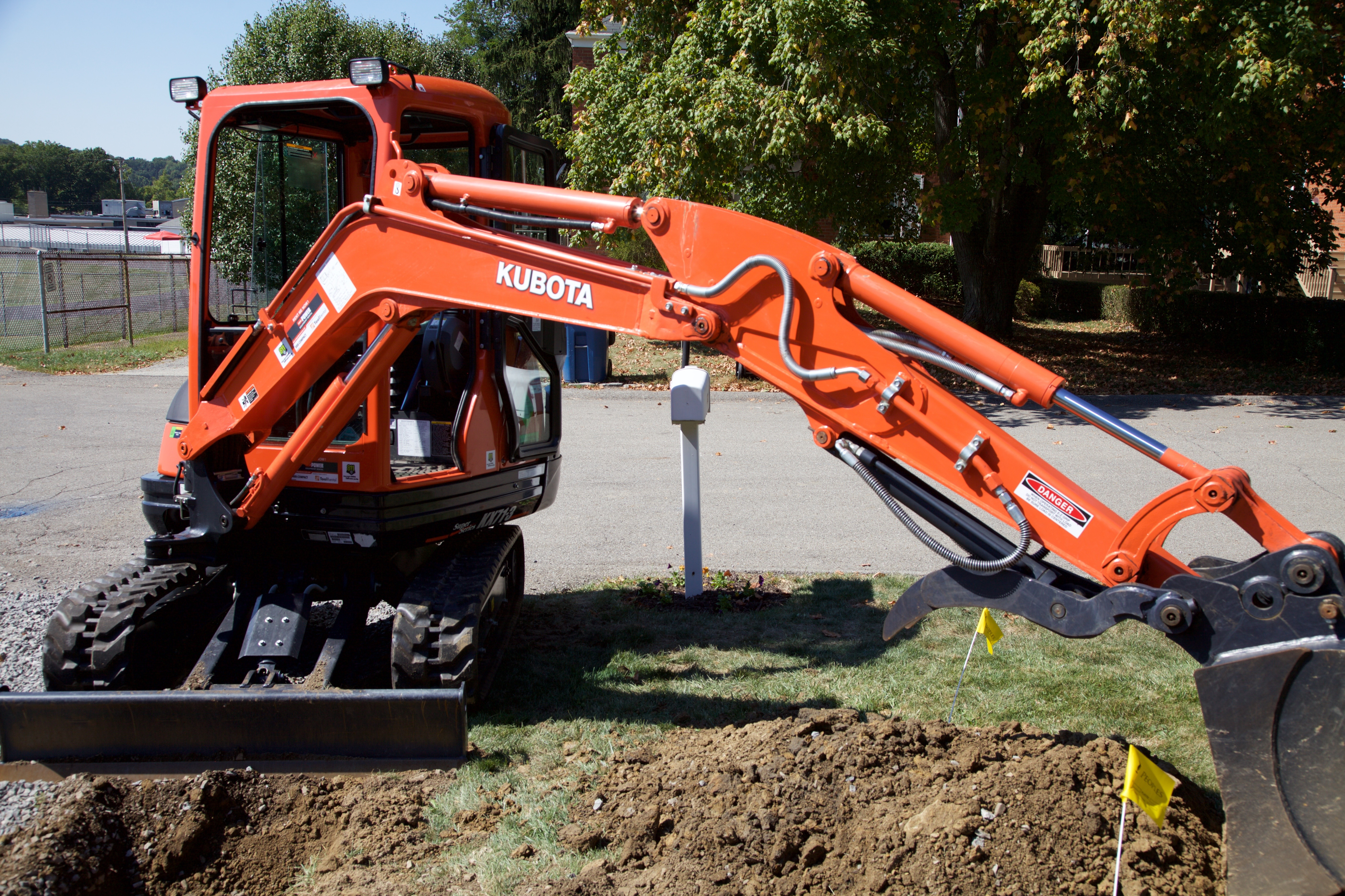 Kubota Mini Excavator In Action_IMG_1012.jpg